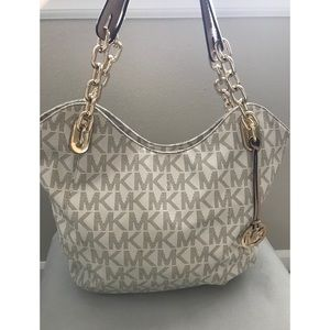 Michael Kors tote with gold chain